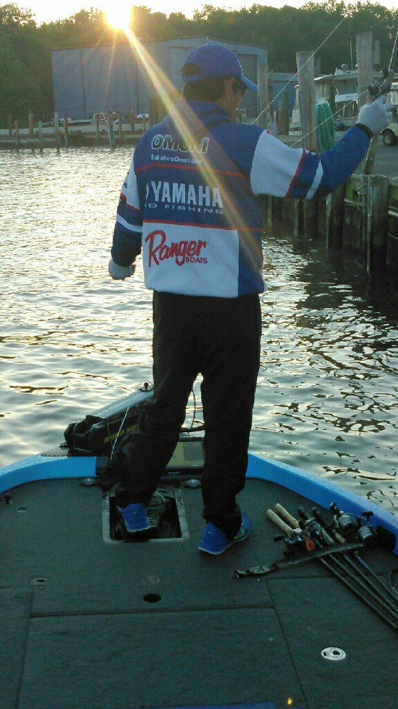 Takahiro Omori starts Day 2 with a Chesapeake sunrise. Update by Bassmaster Marshal Duane Imlay